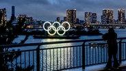 Die olympischen RInge in Tokio bei Nacht © imago images/ZUMA Wire