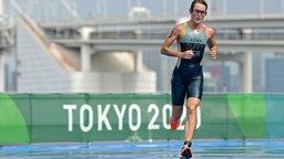Triathletin Flora Duffy von den Bermudas auf der Laufstrecke des olympischen Rennens.