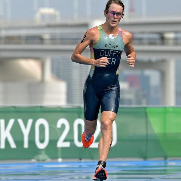 Triathletin Flora Duffy von den Bermudas auf der Laufstrecke des olympischen Rennens. | dpa-Bildfunk