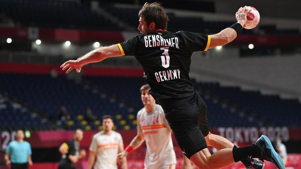 Handball. Uwe Gensheimer in Aktion bei der Spielpartie gegen Spanien in Tokio | picture alliance