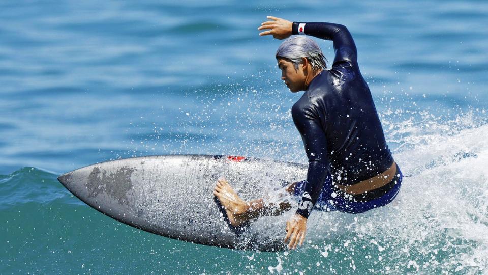 Der japanische Surfer Kanoa Igarashi trainiert am Tsurigasaki Surfing Beach für die Olympischen Spiele in Tokio.