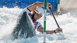 Vorläufe im Kasai Canoe Slalom Centre. Sideris Tasiadis aus Deutschland in Aktion