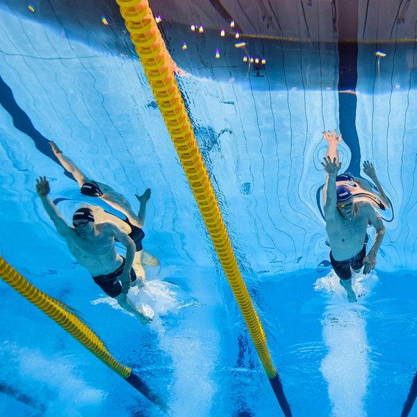 Schwimmen, 400m Freistil Herren, Finale.  Henning Muehlleitner ( v.l., Deutschland), Felix Auboeck (Oesterreich), Elijah Winnington (Australien) bei den Olympischen Spiele in Tokio | WITTERS