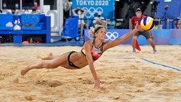 Beachvolleyballerin Laura Ludwig in Aktion.