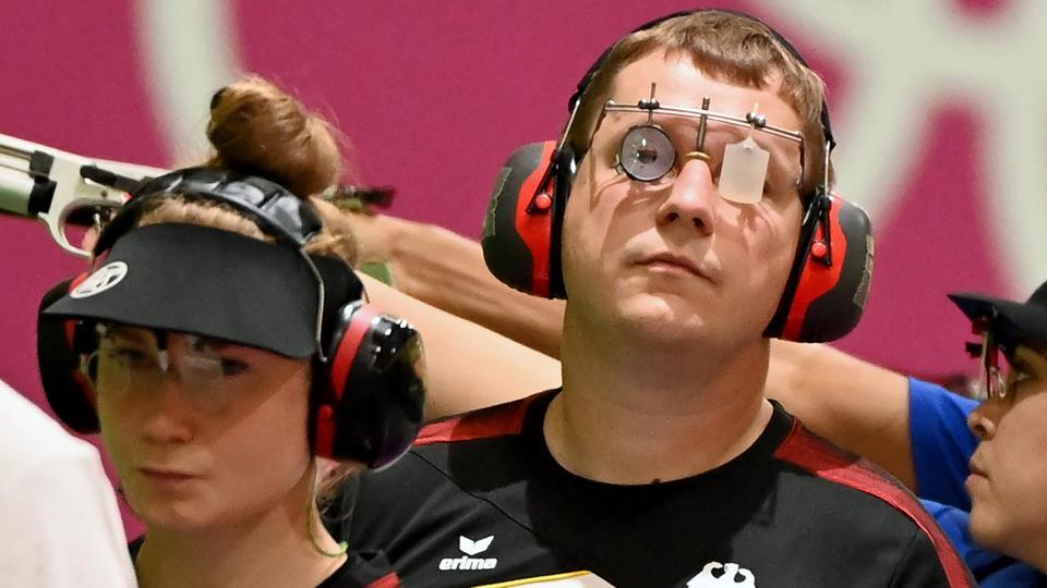 Carinna Wimmer und Christian Reitz gucken enttäuscht in die Kamera.
