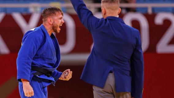 Der deutsche Judoka Dominic Ressel jubelt in der Hoffnungsrunde der Klasse bis 81 kg. © dpa-Bildfunk Foto: Oliver Weiken/dpa