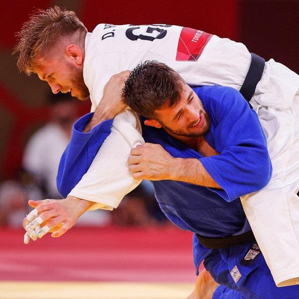 Der deutsche Judoka Dominic Ressel (oben) kämpft gegen den Österreicher Shamil Borchashvili.   dpa-Bildfunk