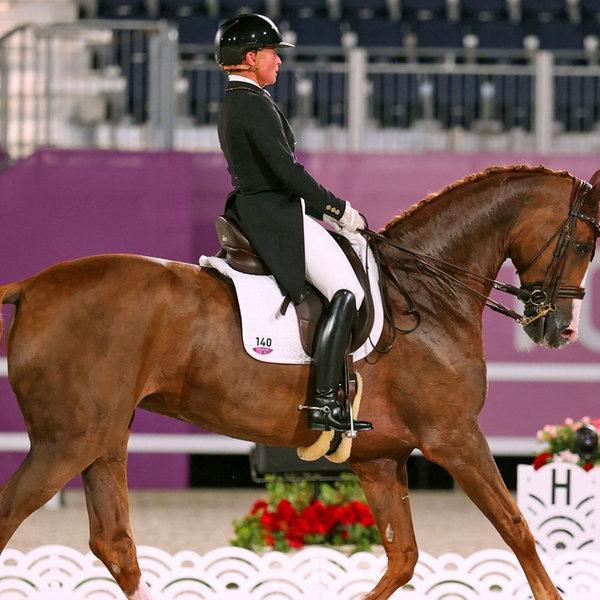 Die deutsche Dressur-Reiterin Isabell Werth und ihr Pferd Bella Rose 2 im Mannschafts-Finale   dpa-Bildfunk