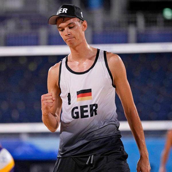Der deutsche Beachvolleyball-Spieler Julius Thole jubelt.   dpa-Bildfunk