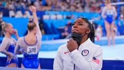 Die US-amerikanische Turnerin Simone Biles ist enttäuscht.