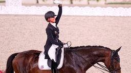 Die deutsche Dressur-Reiterin Jessica von Bredow-Werndl und ihr Pferd Dalera