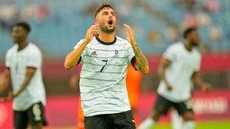 Der deutsche Fußballer Marco Richter ist frustriert.