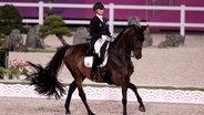 Jessica von Bredow-Werndl auf dem Pferd Dalera. © picture alliance/dpa Foto: Friso Gentsch