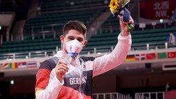 Eduard Trippel (r) aus Deutschland verliert gewinnt Silber.