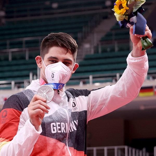 Eduard Trippel (r) aus Deutschland verliert gewinnt Silber.    picture alliance