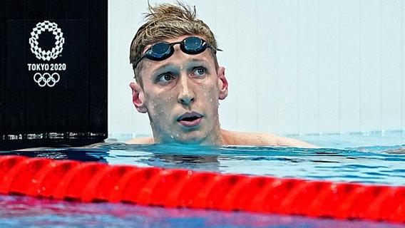 Der deutsche Schwimmer Florian Wellbrock reagiert enttäuscht auf sein Ergebnis © IMAGO / LaPresse
