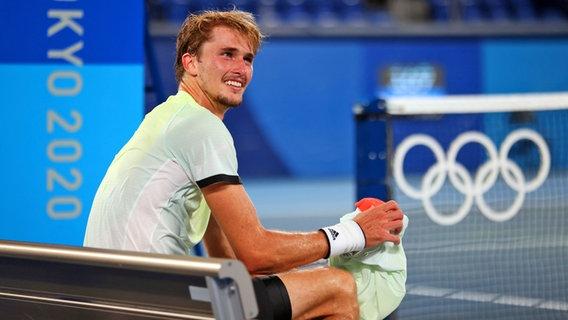 Der deutsche Tennis-Spieler Alexander Zverev freut sich üben den Einzug ins Finale. © dpa-Bildfunk Foto: Jan Woitas/dpa-Zentralbild/dpa