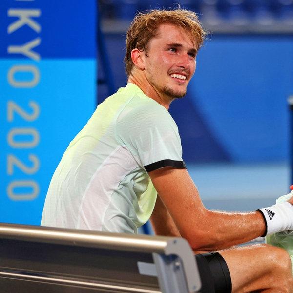 Der deutsche Tennis-Spieler Alexander Zverev freut sich üben den Einzug ins Finale. | dpa-Bildfunk
