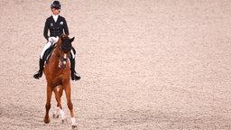 Die deutsche Vielseitigkeitsreiterin Sandra Auffarth mit ihrem Pferd Viamant Du Matz in Aktion.