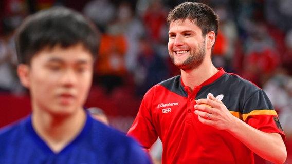 Der deutsche Tischtennis-Spieler Dimitrij Ovtcharov gewinnt Bronze im Einzel gegen Ju Lin aus Taiwan. © dpa-Bildfunk Foto: Marijan Murat/dpa