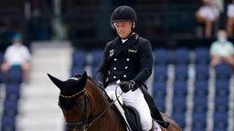 Deutscher Reiter Michael Jung auf seinem Pferd