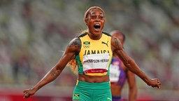 Die jamaikanische Sprinterin Elaine Thompson-Herah gewinnt Gold über 100 Meter.
