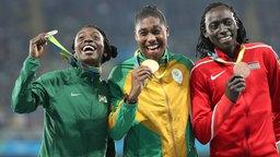 Das 800-m-Podium in Rio 2016. Alle drei Frauen dürfen ihre Medaillen in Tokio nicht verteidigen.