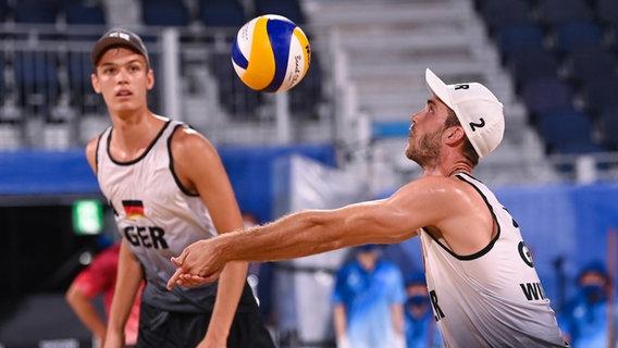 Julius Thole (l) aus Deutschland und Clemens Wickler aus Deutschland in Aktion. © picture alliance/dpa | Marijan Murat Foto: Marijan Murat