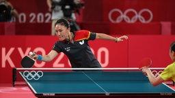 Shan Xiaona (hinten) aus Deutschland in Aktion im Spiel gegen Choi Hyojoo aus Südkorea