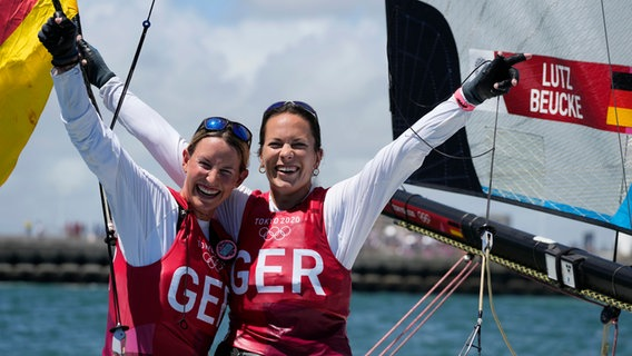 Tina Lutz und Susann Beucke (l) aus Deutschland jubeln über Silber. © picture alliance/dpa/AP Foto: Gregorio Borgia