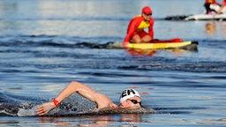 Florian Wellbrock beim Freiwasserschwimmen bei den Olympischen Spielen in Tokio.