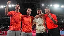 Die deutschen Tischtennis-Spieler Patrick Franziska, Timo Boll, Dimitrij Ovtcharov und Bundestrainer Jörg Rosskopf (v.l.).
