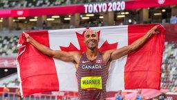 Der kanadische Zehnkämpfer Damian Warner jubelt über Gold.