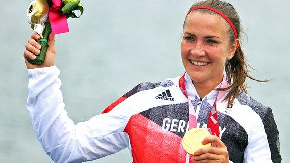 Edina Müller aus Deutschland bei der Siegerehrung © dpa-Bildfunk Foto: Karl-Josef Hildenbrand